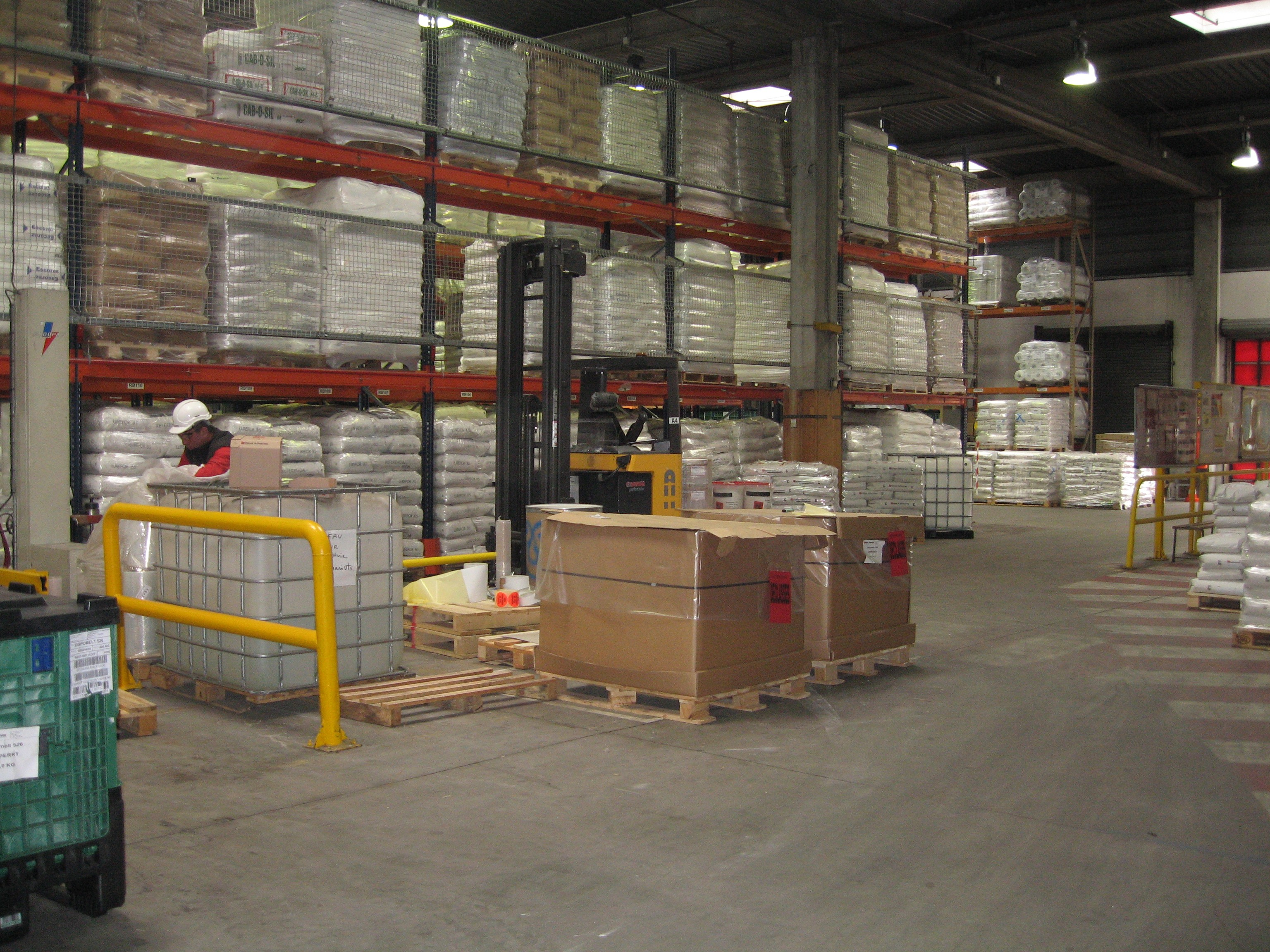 How are warehouses using smart glasses?